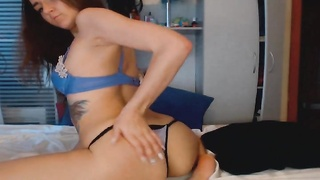 Hot Babe Fucks Her Wet Pussy - SexyCams777.com