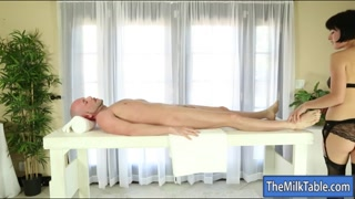 Skanky masseuse blowjobs under the table