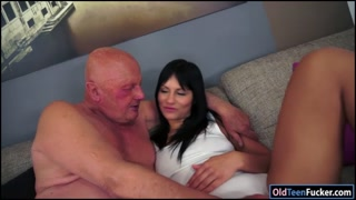 Brunette Naomie sucks off lucky grandpa