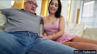 Hottie Loren Minardi ride on senior cock