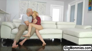 Blondes Sierra and Cory fuck one cock