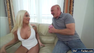19yo Daisy Lee seducing her old stepdad