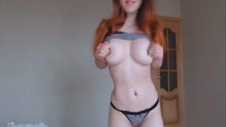 Naughty Babe Masturbates Pussy On Cam