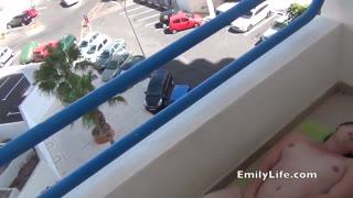 porno-zrelie-na-balkone