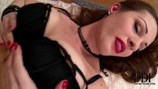 LaTaya Roxx gazes terribly sexy with her red lips
