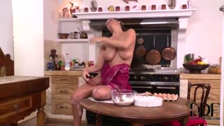 Bodacious Sheila Grant will get bitchy in kitchen